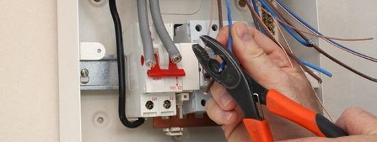 Faça bons cursos para se trnar um ótimo profissional eletricista