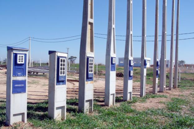 Há necessidade do poste padrão para a ligação da energia elétrica?